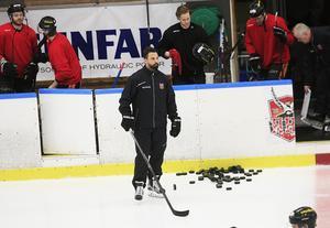 Magnus Nilsson kör vidare som assisterande tränare i HHC.