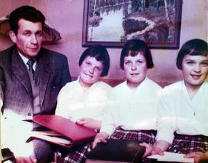 Pappa Bertil Åström har nyligen blivit ensam med sina tre döttrar. Bild: Privat