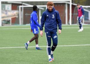 Lewis Baker valde att flytta med tränaren Ben Smith från IFK Östersund till IFK Mora inför den här säsongen.