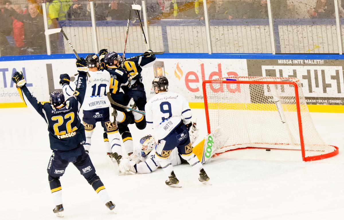 Ersatte Elfsberg – här kvitterar Philip Norberg Aspnäs playoff-mötet med Visby