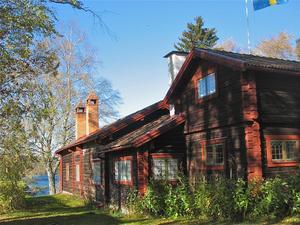 Visgården Karibacka, sjömtomt om 9007 kvm vid sjön Siljan, har brygga, båthus och bastu. Foto: Privat