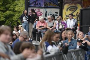 Många samlades på torget för att se vad Sundsvall bjöd på.