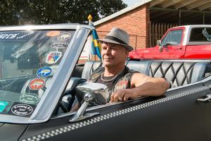 Beautytown Cruisers ordförande Roger Fridolfsson gick runt och myste under invigningen. Han tog det också lugnt i sin Ford Mercury Marquis.