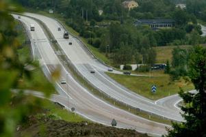 Vid trafikplatsen i Birsta får E 4-trafiken samsas om en av och påfart. Det är rampen för norrgående trafik som nu är dubbelriktad.
