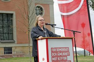 Regionstyrelsens ordförande Denise Norström (S) menar att besparingar på 400 miljoner kronor inte kommer att påverka vårdköerna.
