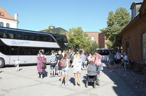 Det börjar bli dags att gå ombord på bussen mot Furuvik.
