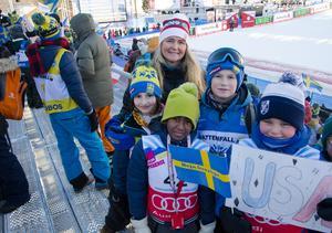 Stamgärde skola har arbetat med alpina VM i ett stort skolprojekt. Sima Selim, Yussuf Hussein, Melvin Örnerkrans, Lise Wärnvik Lundberg och rektorn Charlotta Burger Hyllienmark.