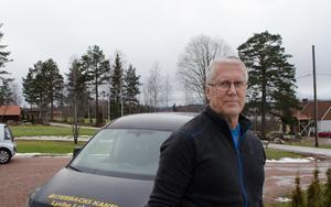 Patrik Österback driver företaget Österbacks Kakel och han rasar över hur leverantörerna har drabbats i byggkonkursen.