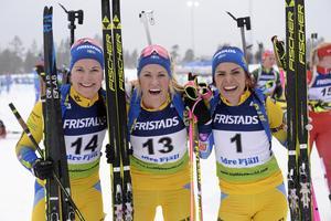 Johanna Skottheim, Ingela Andersson och Elisabeth Högberg efter jaktstarten i IBU-cupen i Idre i december, där Andersson var tvåa, Högberg fyra och Skottheim femma.