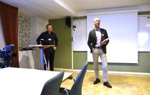 Peter Johansson, lokalstrateg på barn- och utbildningsförvaltningen, och skoldirektör Urban Åström presenterade på måndagen ett förslag på en omfattande skolomorganisering.