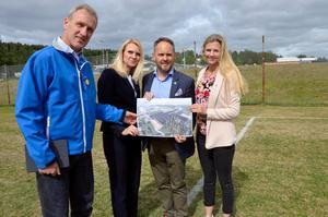 Oppositionen visar upp sitt förslag om ett nytt idrottscenter.