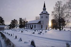 Sammanslagning av församlingar kan bli resultatet efter stiftets beslut häromdagen. Hotagens kyrka (bilden) har inte diskuterats.