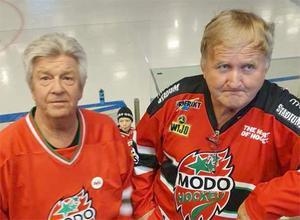 Bosse Björkman och Pelle Söderberg hade inte allt för glada miner efter Modos match mot Timrå. Foto: Olle Edlund
