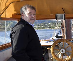 Tomas Kaiser på Oslofjordens vatten i höstas medan han planerade att hänga sin samling av modellplan i nya Scandinavian Mountain Airports avgångshall.