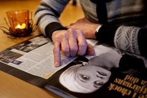Närminnet är det lite si och så med. Vad som bjöd till lunch, till exempel, är borta. Men när bilden av den gamla schlagersångerskan Ulla Billquist placeras framför den demenssjuka kvinnan skiner hon upp och minns alla schlagers från 1930-talet.