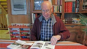 Knut Barr har varit redaktör för Hembygdsföreningens årsskrift sedan starten för 34 år sedan, här i samband med 2017 års lansering.