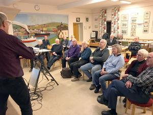 Örjan Leeks föreläsning uppskattades av Ådalens motorhistoriker. Foto:Ola Thelberg