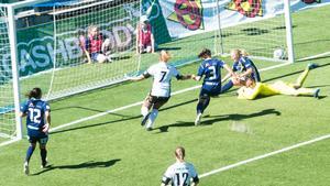Celina Karlsson, med nummer tre på ryggen, fick chansen från start för SDFF.