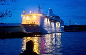 2 november 2016. Ocean Gala på väg att lämna Utansjö för bunkring i Estland och vidare färd till  Förenade Arabemiraten.