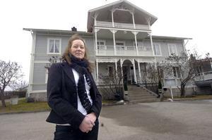 Helena Perjans hoppas att någon som brinner för bygden ska vilja ta över driften av Gästis i Alfta.