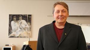 Patrik Boström, ordförande i socialnämnden, förvånas när han hör att Monica Johansson inte blivit informerad om att hennes tjänst försvinner vid årsskiftet.
