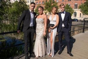 Levon Celic, Emilia Hautamäki, Elin Löfgren och Oscar Lennerskog, går Eksabet16B