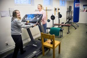I källaren finns ett gemensamt gym som en gymnastiklärare, som tidigare bodde på Blomstret, ordnade.