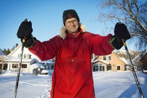 Tommy Dickens tycker mycket om skidåkning och har lätt att komma ut i naturen från kedjehuset i Själevad.