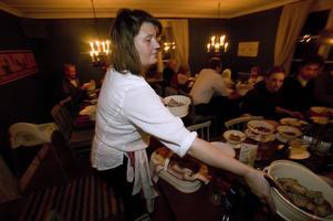 Catri Andersen har varit med alla år och serverat den vällagade maten sedan starten 2005 då bilden är tagen.