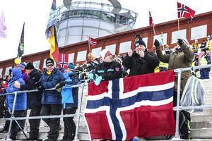 Skidskytte-VM har nått halvtid och arrangörerna gläds åt intresset. Innan onsdagens tävling hade man räknat till totalt 57 300 besök. Av dessa är utgör förstås norrmännen en stor del.