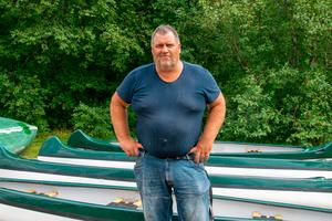 Thomas Persson hoppas på mycket regn och oväder den kommande veckan, så att de kan öppna upp snart igen.