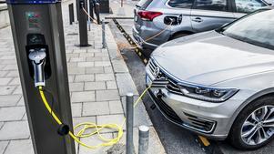 Det är dags att sänka bensinskatten tycker signaturen Ulf Parde – alla kan inte köpa nya dyra elbilar, skriver han.