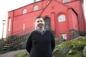Andreas Sjögren, informatör på Nynäshamns församling, berättar att besökare guidas på engelska i Nynäshamns kyrka den 28 juli och 29 september.