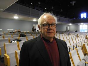 Anders Runström (FAP), ordförande i Miljö- och samhällsbyggnadsnämnden, menar att då det är ett myndighetsbeslut att göra Falugatan till en gågata så är det nämndens beslut som gäller.