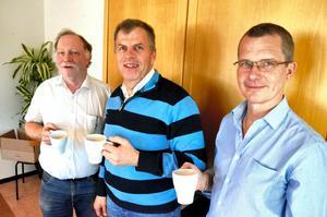 Dag Stranneby, Håkan Söderman och Lars Skoghäll är glada över att KomTek permanentas.