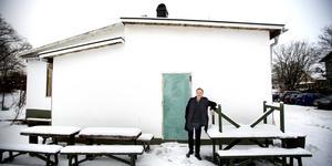 Det var här det började. I källarlokalen under kaffebaren Åsgatan 2 och Järna bageri startade Henrik Cevert produktionen av Järnaglass 2008.