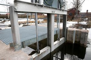 Dammluckan är tillverkad av rostfritt stål och ska förhoppningsvis stoppa i många år.