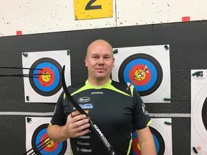Erik Jonsson från Fors förbättrade sitt fyra år gamla inomhusrekord över 30 pilar.