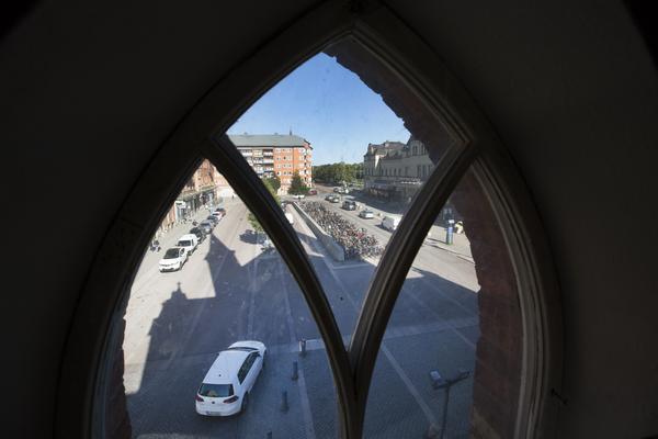 Spetsbågefönster med utsikt mot Centralplan.