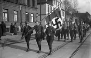SA-män på marsch 1932. Foto: Okänd