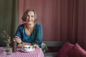 Susanna Alakoski arbetar med en svit om fyra böcker som kretsar kring arbetarkvinnor. Den första