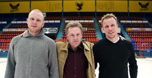 Nye VIK-tränaren Thomas  Sjögren presenterar nyförvärven Stefan