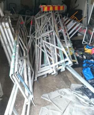 En del av de stulna byggställningarna i polisens förvaring.Foto: Polisen