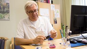 Överläkaren Carl-Göran Arvidsson vid barnmottagningen på Västerås sjukhus säger att resultaten inom diabetesvården förbättras år från år, inte minst tack vare de tekniska hjälpmedlen om allt fler får tillgång till.