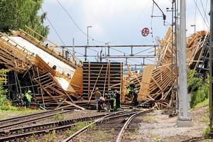 Den stora broolyckan i Ludvika den 13 juli i år har utsetts till Årets sämsta bygge 2017, av tidningen Byggnadsarbetaren. Tolv personer skadades i olyckan, varav flera allvarligt.Foto: Boo Ericsson/Arkiv