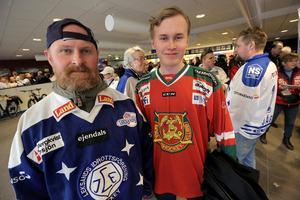 Magnus och Victor Kniif från Gävle, pappa och son som hejar på varsitt lag i daladerbyt.
