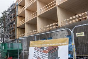 Vård- och omsorgsboendet Slottet med sextio platser växer fram på Seminariegatan i Falun. Om drygt ett år ska inflyttningen börja.