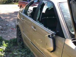 Bilen slogs sönder och delar stals.