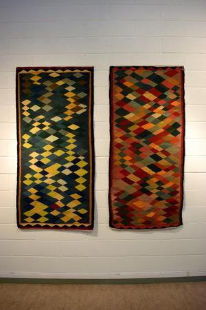 Kristina W-Hedman använder ofta spegling och dualism mellan två verk.