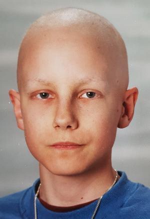 Erik Ågren var 15 år när han blev diagnostiserad med skelettcancer. Bilden är hans skolfoto från första året i gymnasiet.